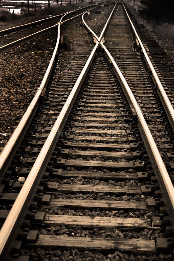 Vías de ferrocarril con los carriles para el tren foto de archivo