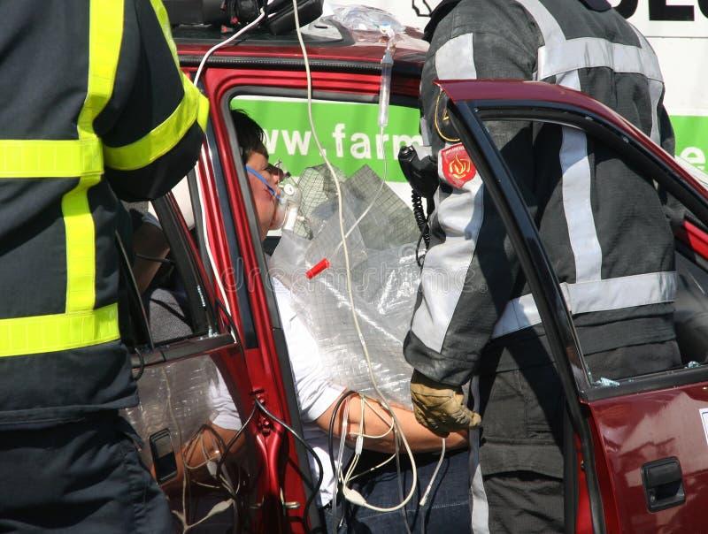 Víctima del choque de coche imagenes de archivo