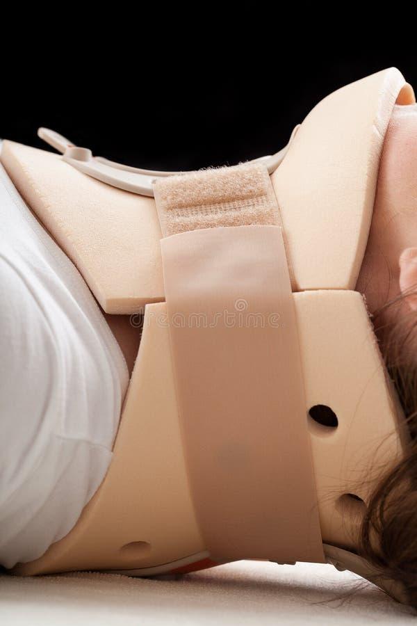 Víctima del choque de coche en cuello cervical foto de archivo libre de regalías