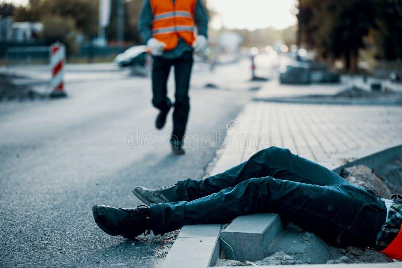 Víctima muerta durante obras por carretera Incumplimiento con salud y el saf imagen de archivo libre de regalías