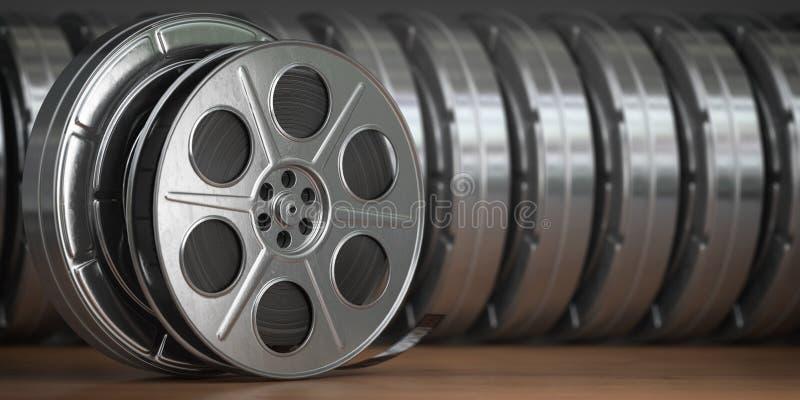 Vídeo, cinema, filme, conceito dos multimédios Uma fileira do carretel de filme do vintage ou dos carretéis de filme com diafilme ilustração stock