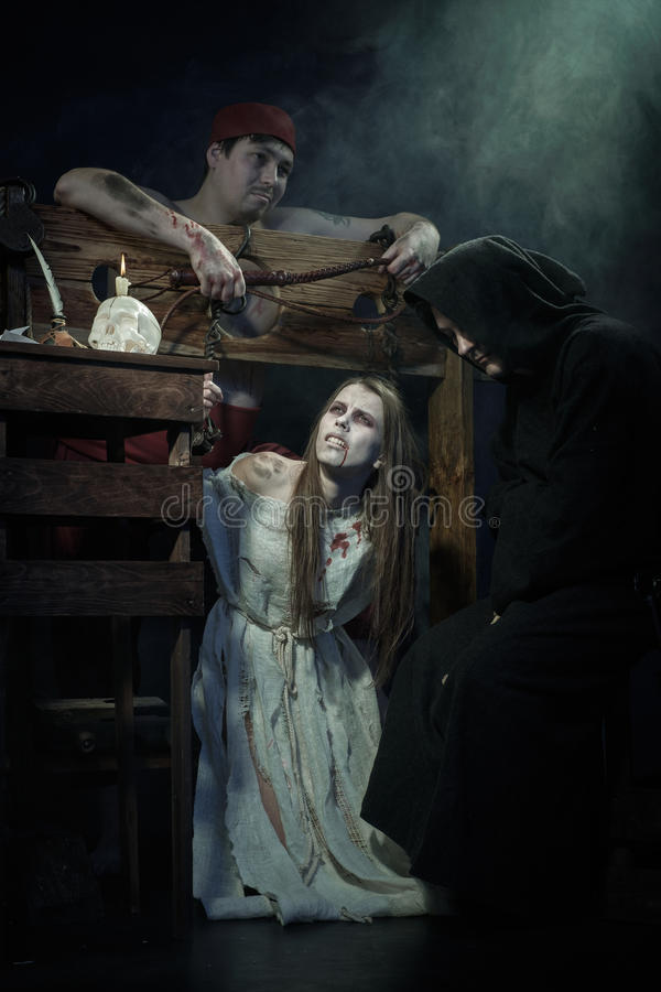 Víspera de Todos los Santos Las Edades Medias La ejecución de brujas imágenes de archivo libres de regalías