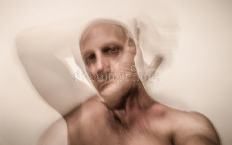 Vítima bipolar do homem da esquizofrenia imagens de stock royalty free