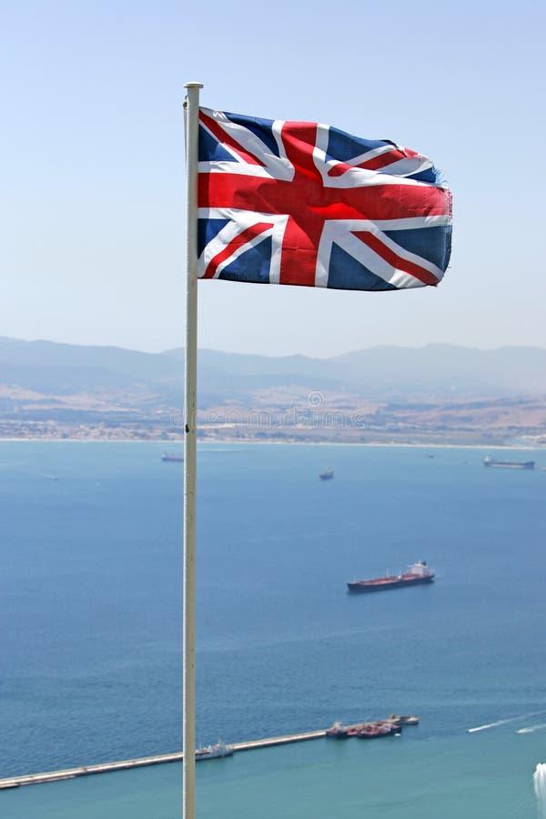 Vôo britânico da bandeira sobre a rocha de Gibraltar foto de stock royalty free