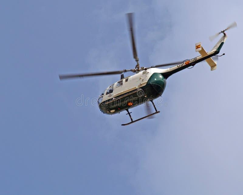 Vôo do helicóptero fotografia de stock royalty free