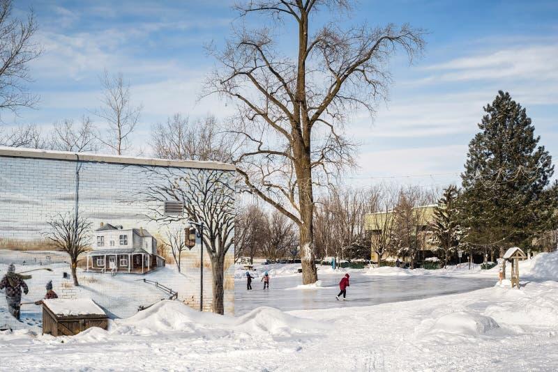 Völker auf einer Eisbahn in Suite-Rose Laval stockbilder