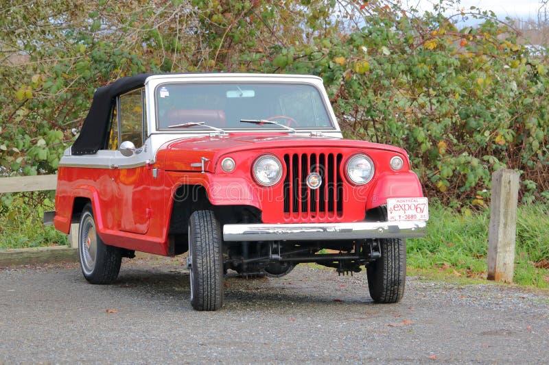 Völlig wieder hergestelltes Jeepster-Kommando 1967 lizenzfreie stockfotografie