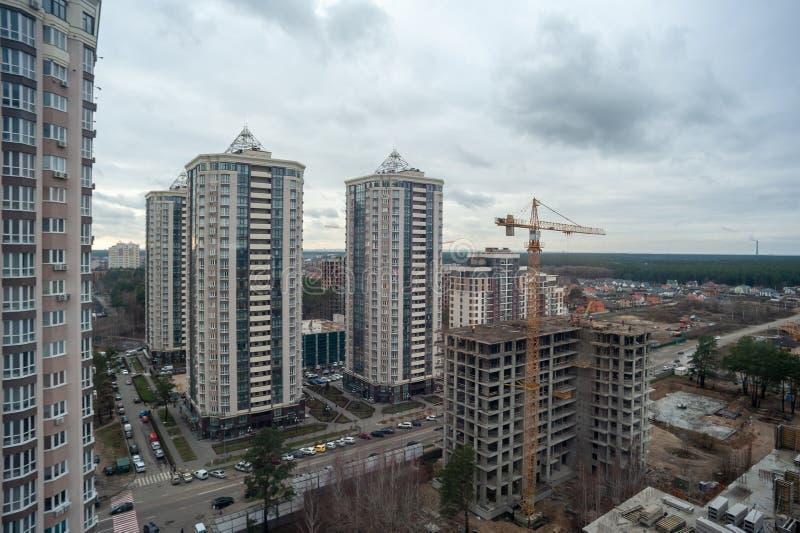 V οδός Χορνόβολα, πόλη Brovary, χώρα Ουκρανία -30 11 2019: τοπίο πόλης κατασκευή ουρανοξύστη στοκ εικόνες με δικαίωμα ελεύθερης χρήσης