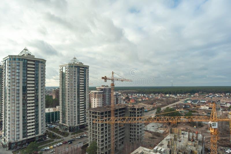 V οδός Χορνόβολα, πόλη Brovary, χώρα Ουκρανία -30 11 2019: τοπίο πόλης κατασκευή ουρανοξύστη στοκ φωτογραφία με δικαίωμα ελεύθερης χρήσης