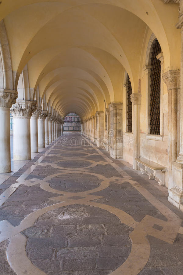 välver den ducal slotten för gallerit venice royaltyfria foton