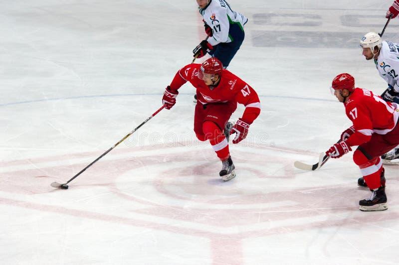 V Bobylyov (47) dribble stock foto