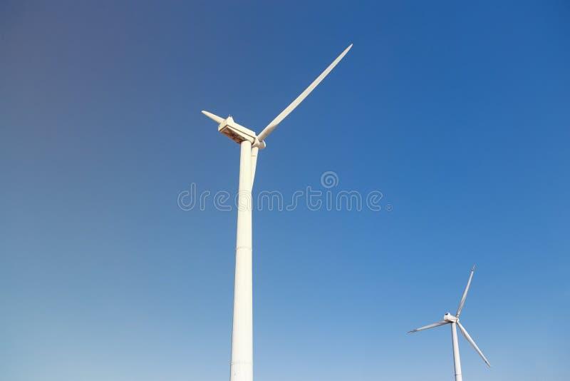 V?derkvarnar f?r Electric Power produktion royaltyfria bilder