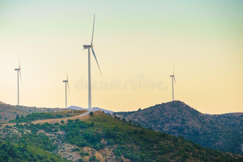 V?derkvarnar p? grekiska kullar royaltyfri foto