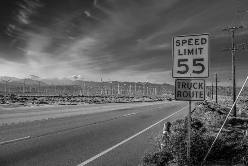 V?derkvarnen parkerar av Palm Springs - KALIFORNIEN, USA - MARS 18, 2019 fotografering för bildbyråer