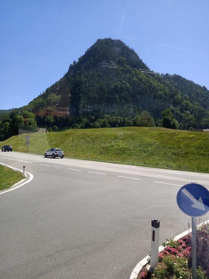 V?g i bergen royaltyfria foton