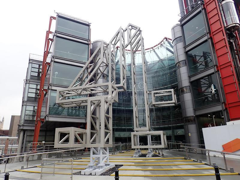 V?gen f?r 124 Horseferry, h?gkvarteren av den brittiska televisionTV-presentat?r, Channel 4 planlade vid Richard Rogers och partn fotografering för bildbyråer