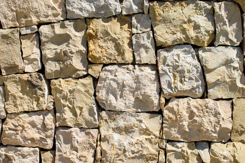 V?gg av stora stenar arkivbilder