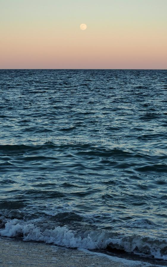 V?gor av Blacket Sea royaltyfria bilder