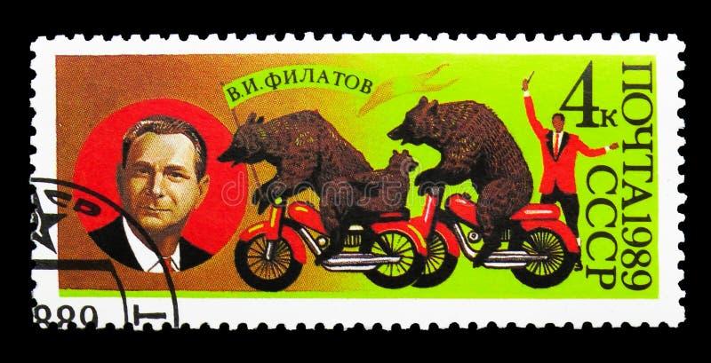 V I Filatov (fundador del circo del oso) y osos, serie, circa 1 imágenes de archivo libres de regalías