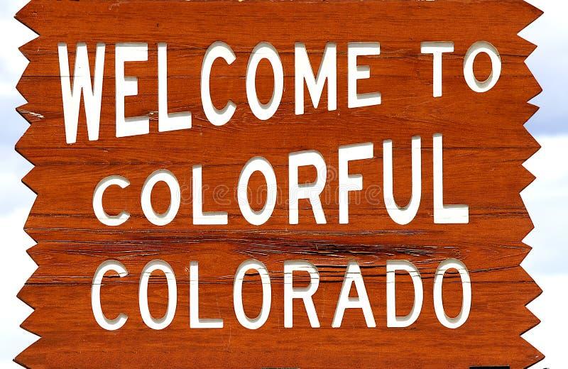 V?lkomnande till det Colorado tecknet royaltyfri bild