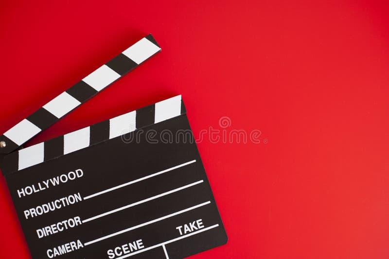 V?lvula do filme no fundo vermelho