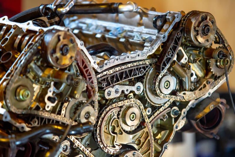 V8 motor uit op herbouwd te worden hijstoestel stock foto