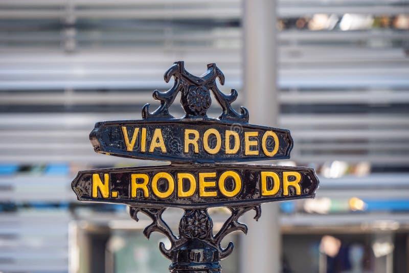 V?a placa de calle del rodeo en Rodeo Drive en Beverly Hills - CALIFORNIA, los E.E.U.U. - 18 DE MARZO DE 2019 fotos de archivo libres de regalías
