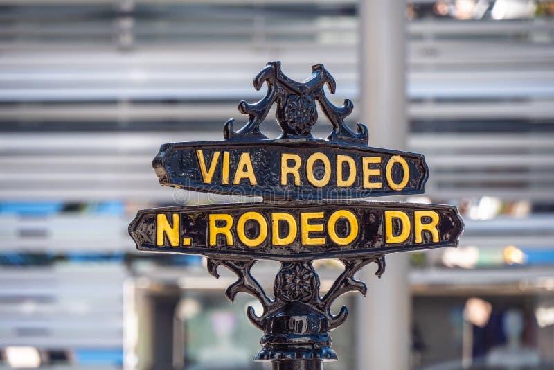 V?a placa de calle del rodeo en Rodeo Drive en Beverly Hills - CALIFORNIA, los E.E.U.U. - 18 DE MARZO DE 2019 imágenes de archivo libres de regalías