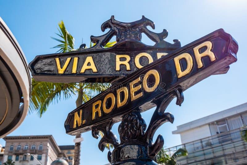 V?a placa de calle del rodeo en Rodeo Drive en Beverly Hills - CALIFORNIA, los E.E.U.U. - 18 DE MARZO DE 2019 fotos de archivo