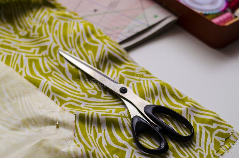V?tements de couture de pr?paration de mod?le de robe, secteur de textile photos stock