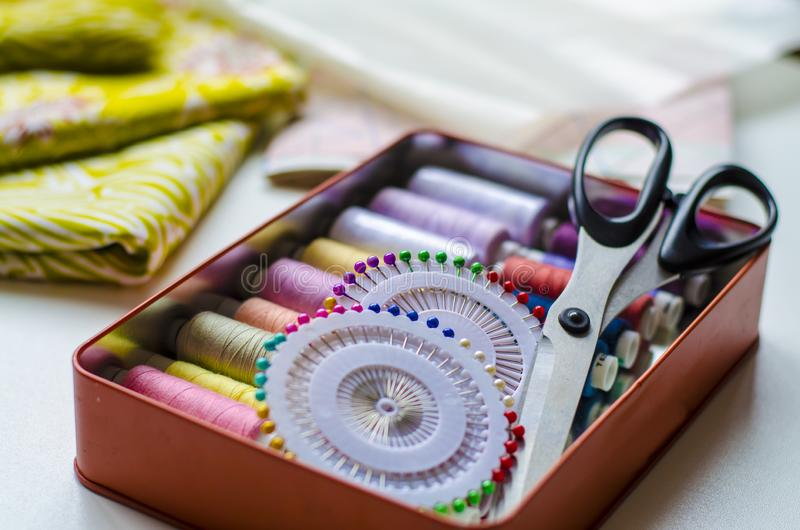 V?tements de couture de pr?paration de mod?le de robe, secteur de textile photos libres de droits