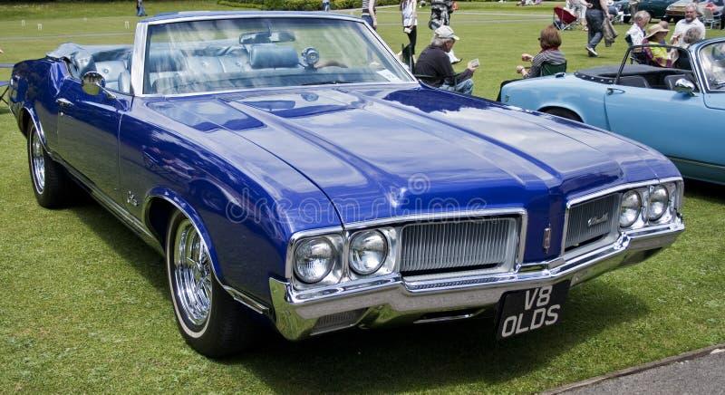 V8 Oldsmobile lizenzfreie stockfotos