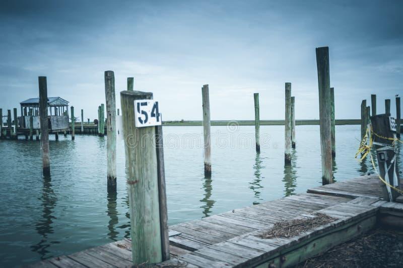 VA东部岸的遗弃小游艇船坞  免版税库存照片