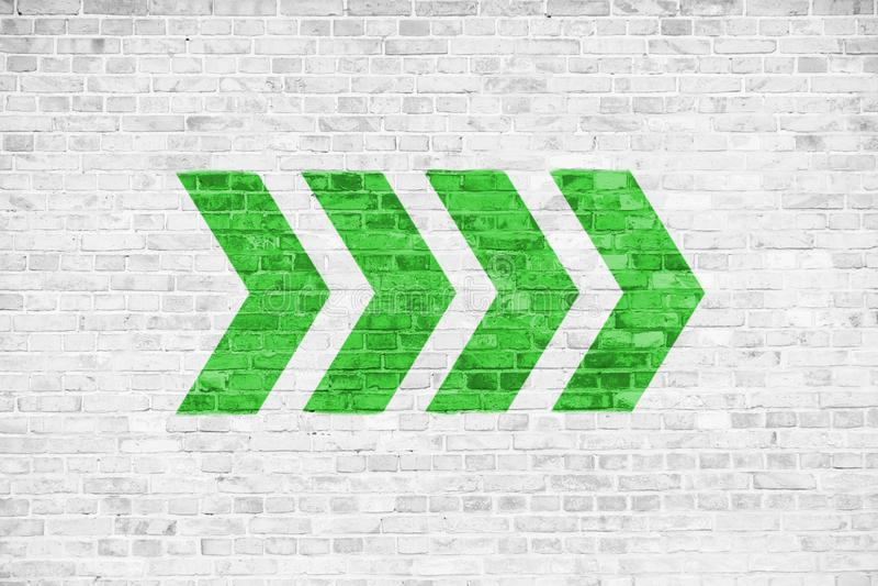 Va avanti la direzione indicante dei segni della freccia direzionale di verde dipinta su un fondo grigio bianco di struttura dell illustrazione vettoriale