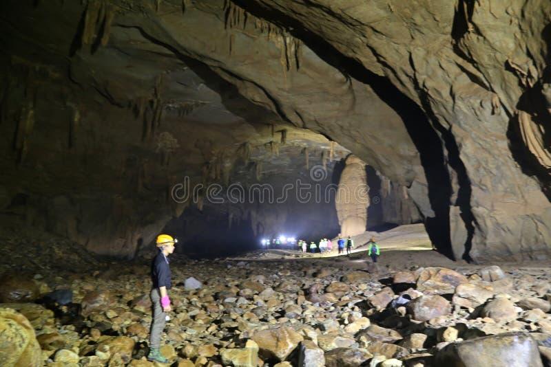 VA-Höhle und Nuoc-Nuss höhlen aus und erforschen Höhle 9 lizenzfreie stockbilder