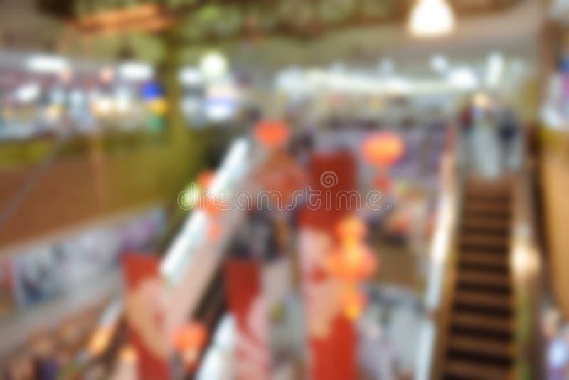 Vaag beeld van roltrap op winkelcomplexachtergrond stock afbeelding