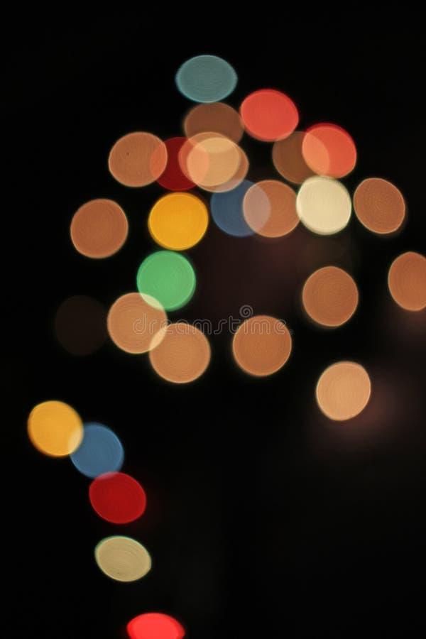 Vaag defocused achtergrond van Kerstmis de lichte lichten bokeh Kleurrijk rood geel blauwgroen DE geconcentreerd schitterend patr stock afbeelding