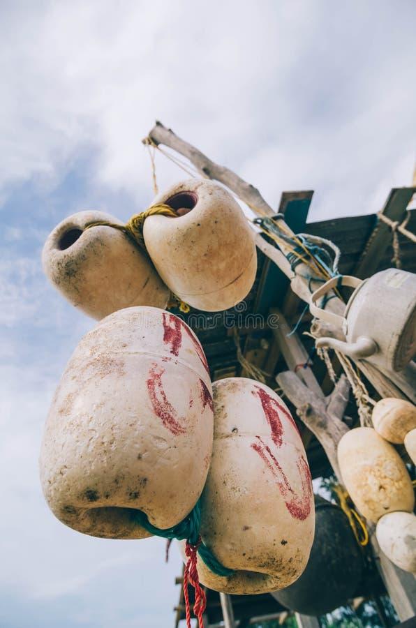 Vaag en selectief nadrukbeeld van het hangen van witte vuile netto vissen royalty-vrije stock foto