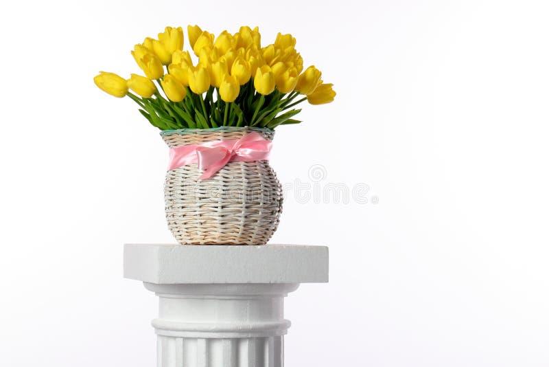 Vaas met tulpen stock afbeeldingen