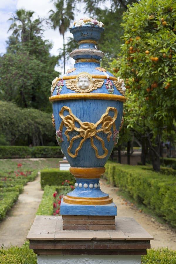 Vaas in parque DE Maria Luisa, Sevilla stock foto's