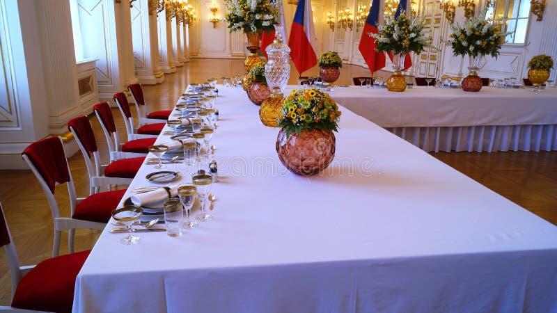 Vaatwerk-onderhouden lijsten bij de Rothmayer-Zaal plechtige zaal in het Kasteel van Praag royalty-vrije stock fotografie