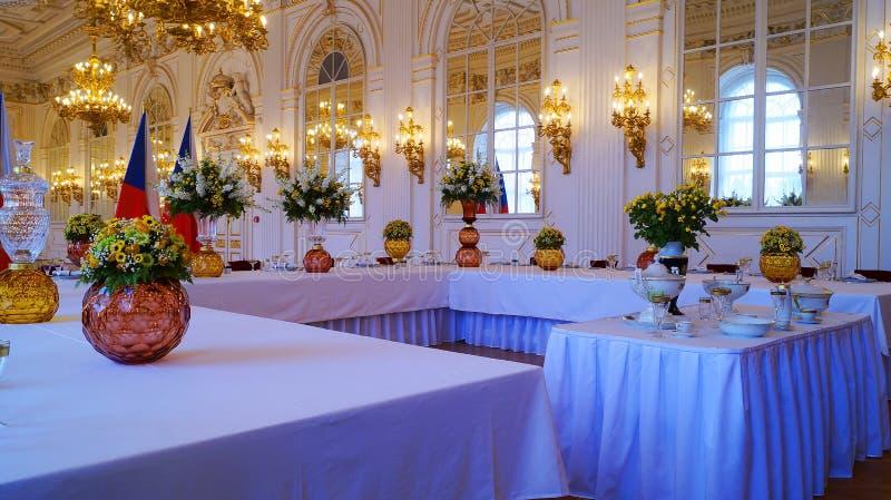 Vaatwerk-onderhouden lijsten bij de Rothmayer-Zaal plechtige zaal in het Kasteel van Praag stock fotografie