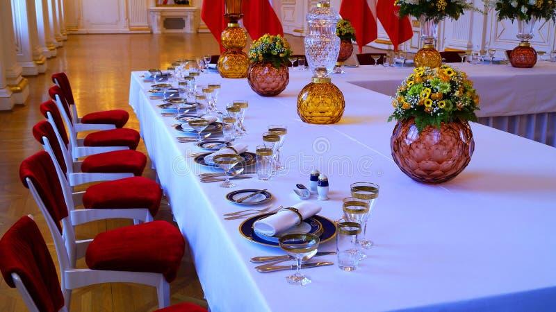 Vaatwerk-onderhouden lijsten bij de Rothmayer-Zaal plechtige zaal in het Kasteel van Praag royalty-vrije stock foto