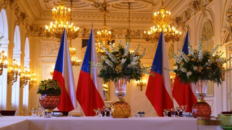 Vaatwerk-onderhouden lijsten bij de Rothmayer-Zaal plechtige zaal in het Kasteel van Praag royalty-vrije stock foto's