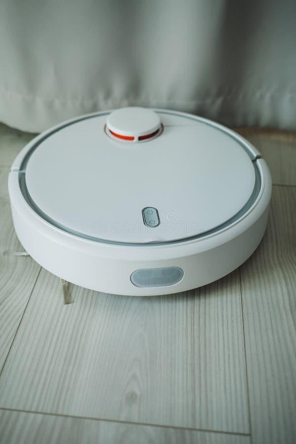 Vacío robot inteligente imagen de archivo