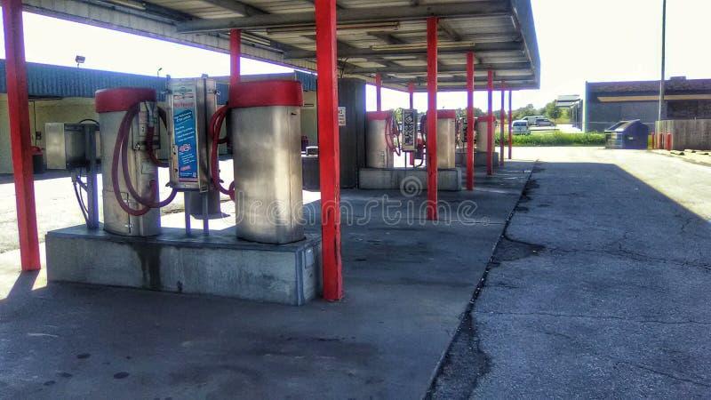 Vacíos industriales del coche en el túnel de lavado foto de archivo libre de regalías