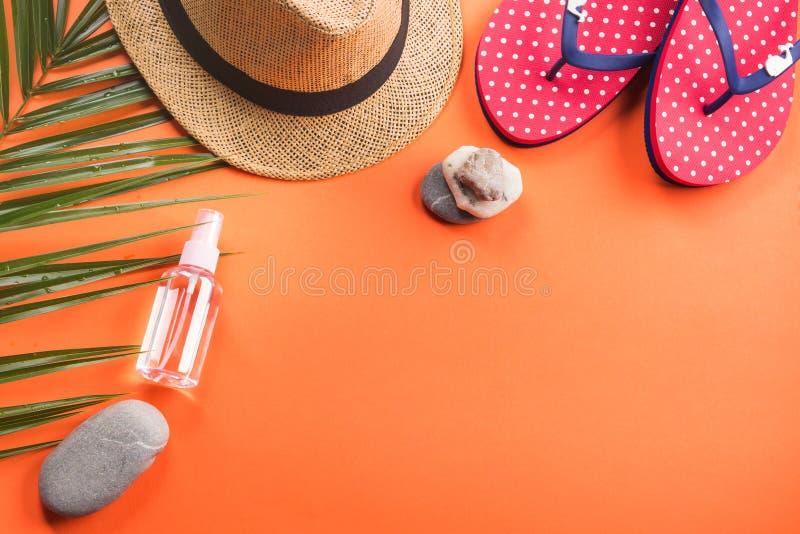 Vacaciones en la playa El plano pone en coral anaranjado fotografía de archivo libre de regalías