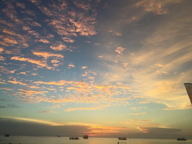 Vacaciones hermosas Koh Tao Thailand de la opinión de la playa de la puesta del sol imagenes de archivo