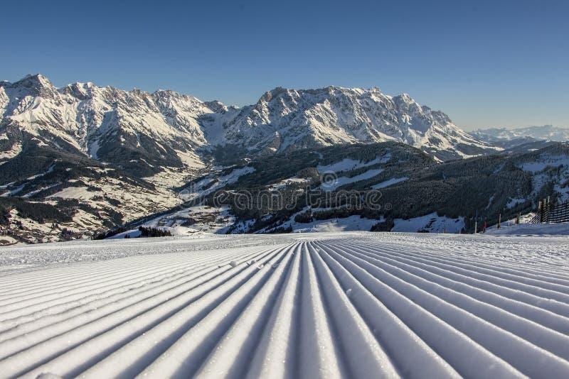 Vacaciones perfectas del esquí en cuestas perfectas imágenes de archivo libres de regalías