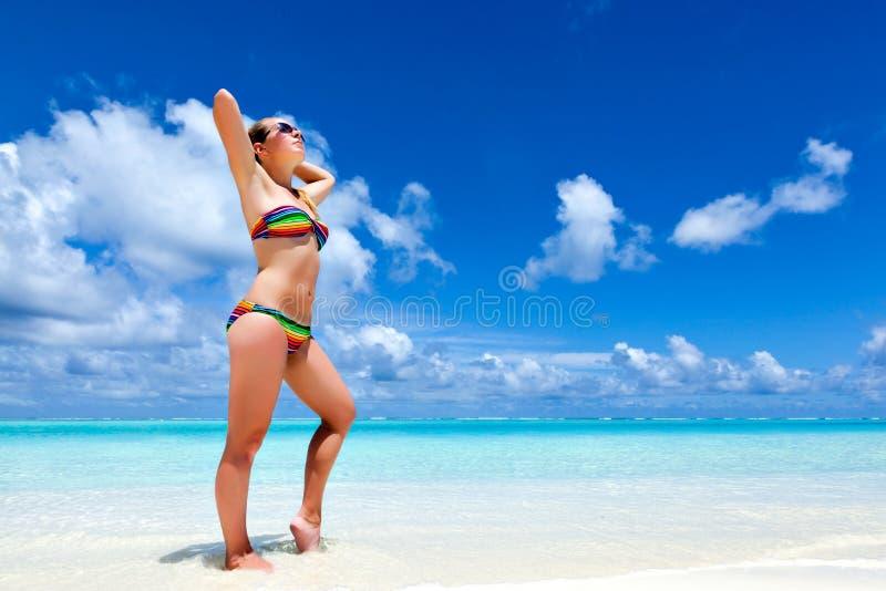 Vacaciones relajantes en una playa del paraíso fotos de archivo libres de regalías